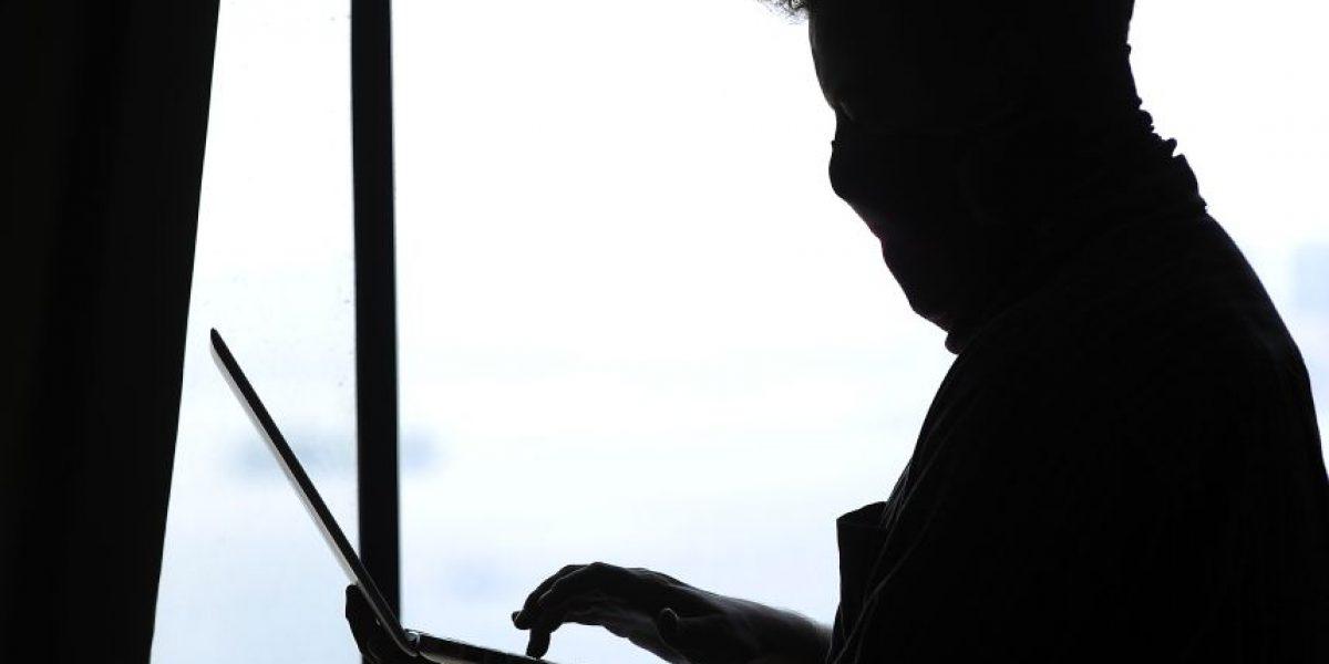 Lo despidieron por bajar pornografía  en el trabajo y empresa debió pagar millonaria indemnización