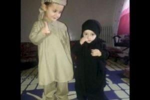 A través de redes sociales, EI ha difundido imágenes de bebés y niños vestidos como yihadistas o como sus militantes. Foto:Twitter.com – Archivo. Imagen Por: