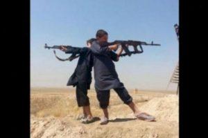 Sin embargo, esta no es una realidad para aproximadamente 5.6 millones de niños que viven en zonas de guerra en Siria, quienes son utilizados por Estado Islámico (EI) en sus atroces actos. Foto: Twitter.com – Archivo. Imagen Por: