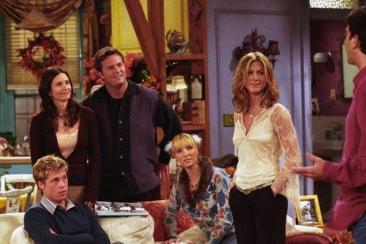 "Brad Pitt en ""Friends"" Foto:Warner. Imagen Por:"