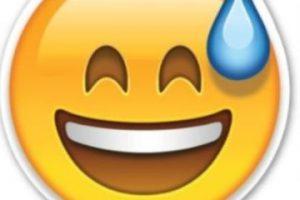 Risa avergonzada Foto:Emojipedia. Imagen Por: