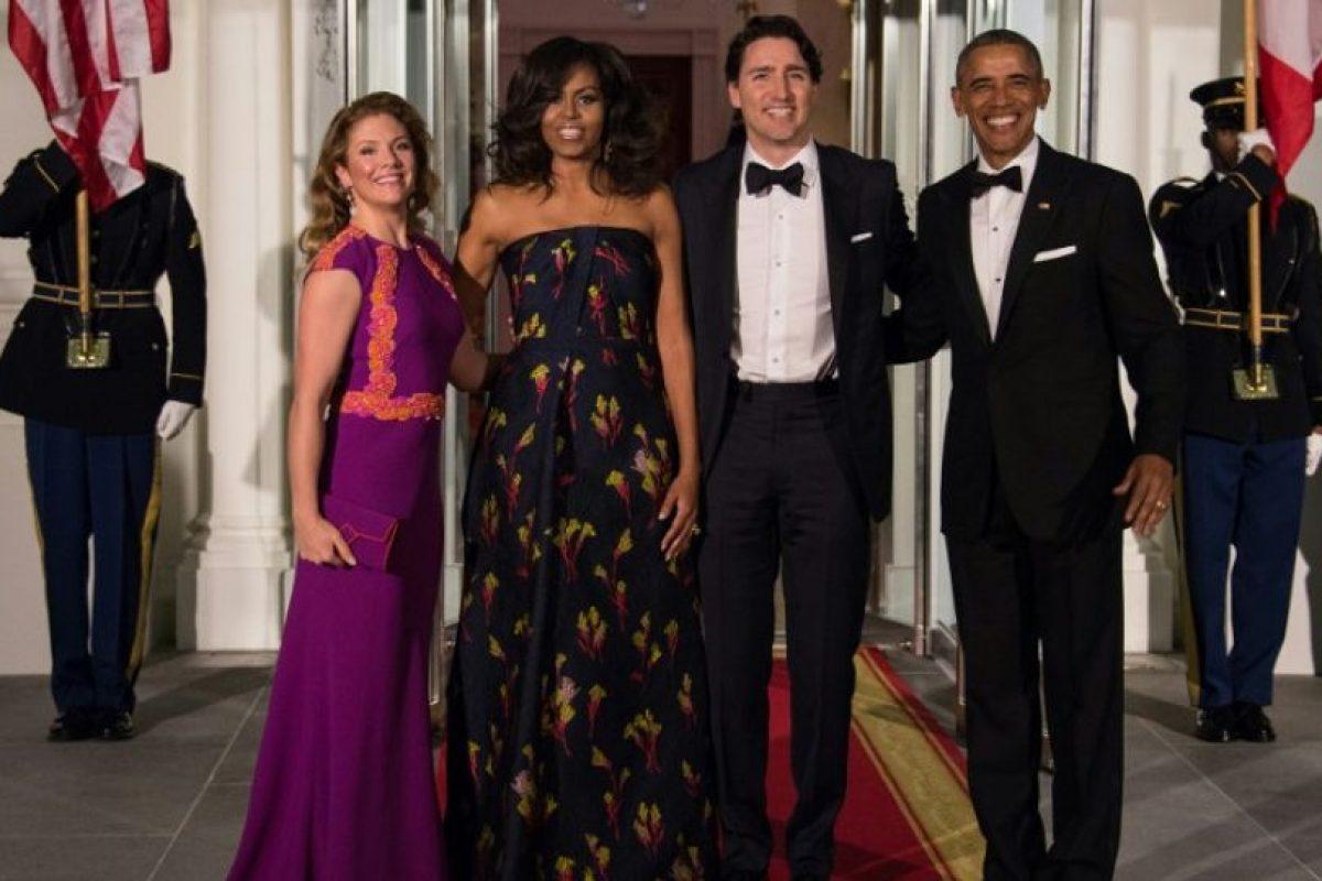 El presidente Barack Obama y la primera dama, Michelle Obama, recibieron al primer ministro canadiense, Justin Trudeau, y su esposa, Sophie Grégoire, en la Casa Blanca Foto:AFP. Imagen Por: