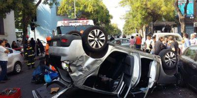 Tres personas heridas deja violento accidente en pleno centro de Santiago