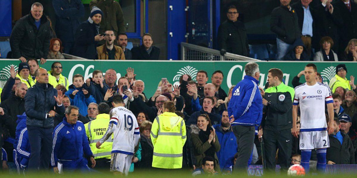 Se volvió loco: Diego Costa escupió al árbitro en los pies y mordió a rival en el cuello