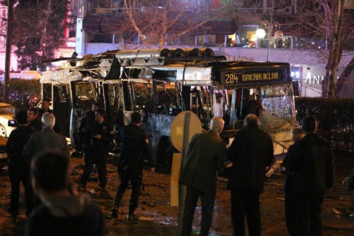En el lugar de los hechos hay varios autos quemados. Foto:AFP. Imagen Por: