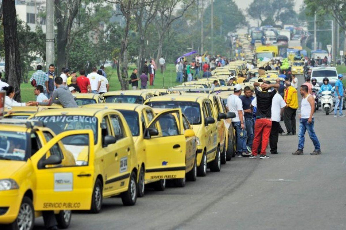 Varios sectores de taxistas relizaron paros en Bogotá, Colombia. Foto:AFP. Imagen Por: