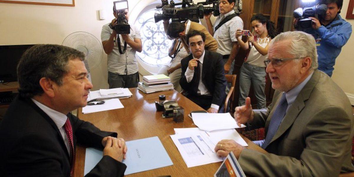 Cambio de hora: UDI es partidaria de tener un solo sistema horario en Chile