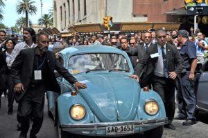El Volkswagen Escarabajo de Mujica, ícono de su mandato Foto:Efe. Imagen Por: