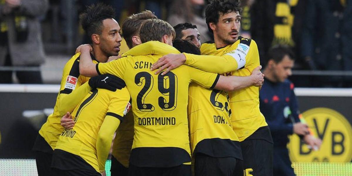 Fanáticos del Dortmund hicieron emotivo homenaje a hincha fallecido en pleno partido