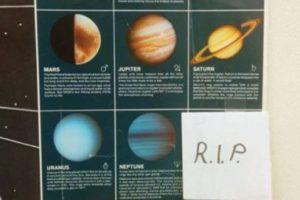 Para recordar que Plutón ya no existe… Foto:Imgur. Imagen Por: