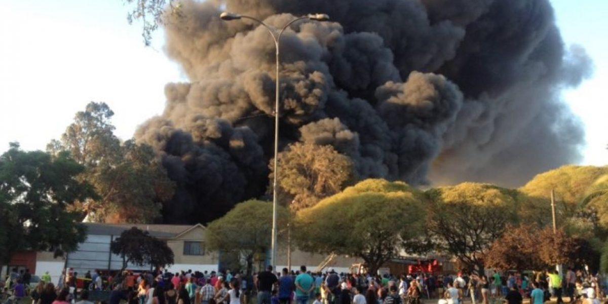 Quinta Normal: incendio en fábrica moviliza a Bomberos