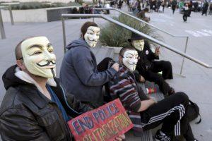 Anonymous se manifiesta en acciones de protesta a favor de la libertad de expresión y la independencia de Internet . Foto:AP. Imagen Por: