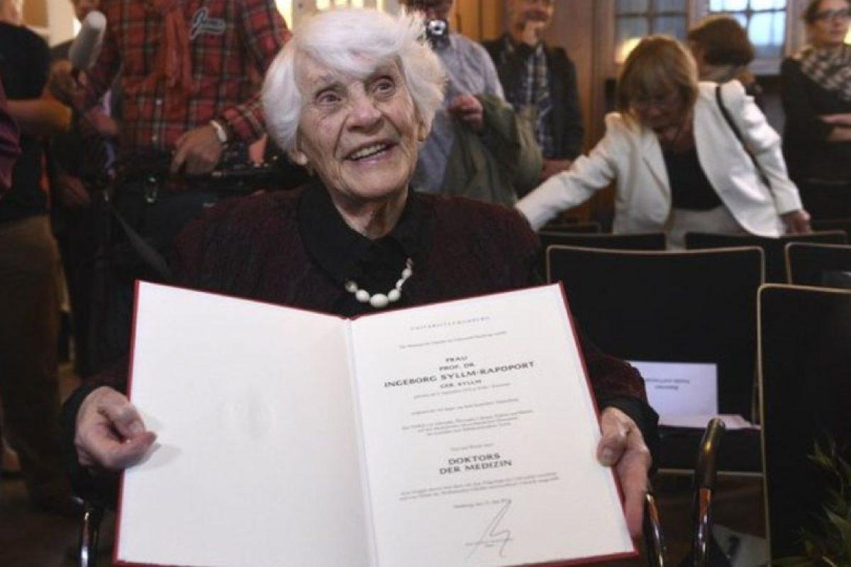 Ingeborg Rapoport, a los 102 años, recibió su doctorado. Foto:Twitter. Imagen Por: