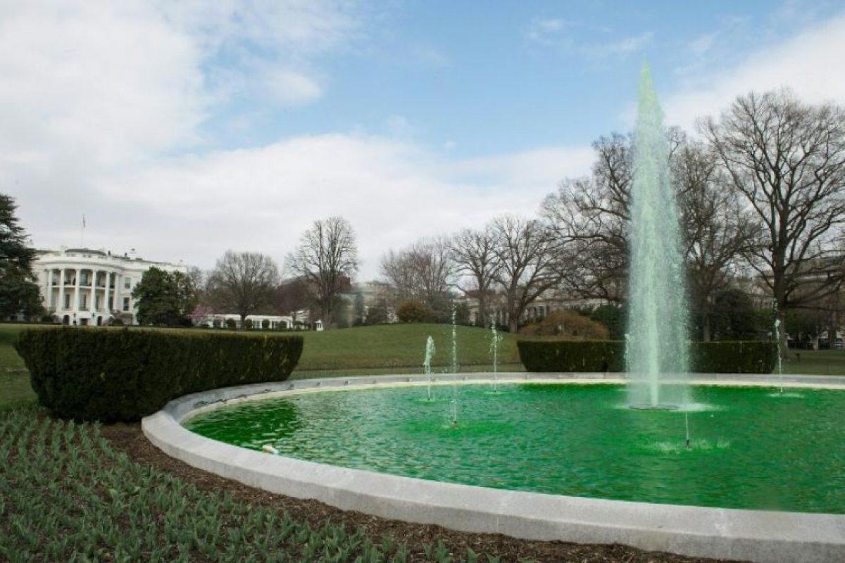 Algunos monumentos comenzaron a colorearse de verde Foto:AFP. Imagen Por: