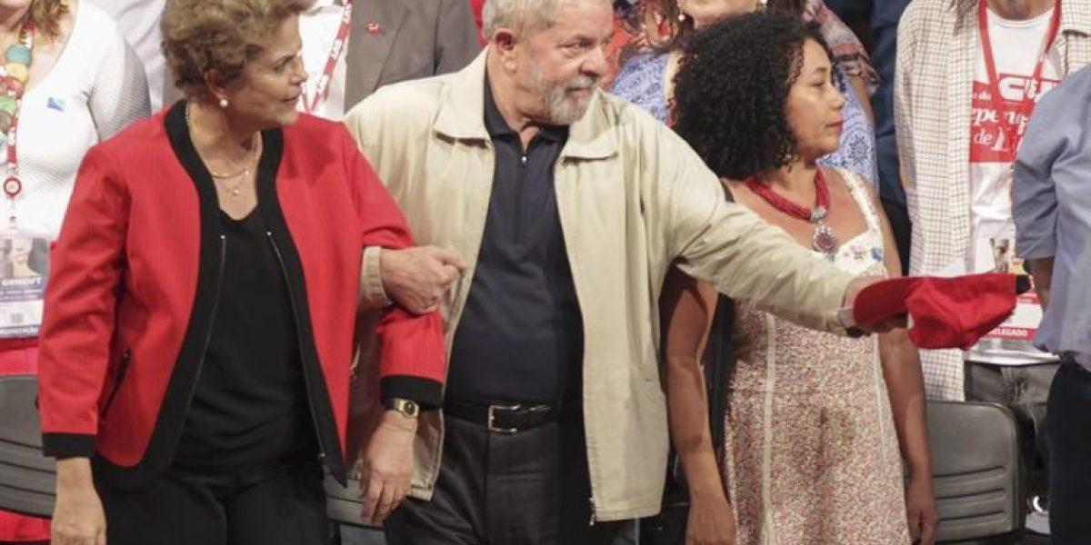 Lula es investido como ministro en medio de protestas