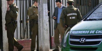 Carabinero se encuentra prófugo tras ser acusado de golpear a ex pareja en comisaría