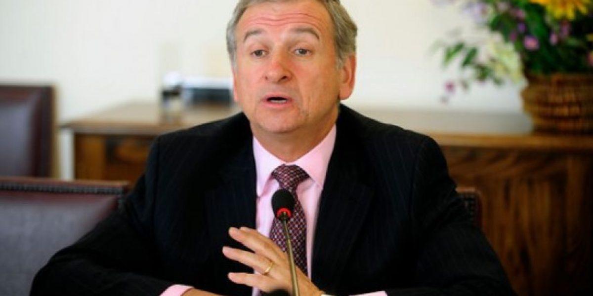 Ex ministro Larraín y royalty: