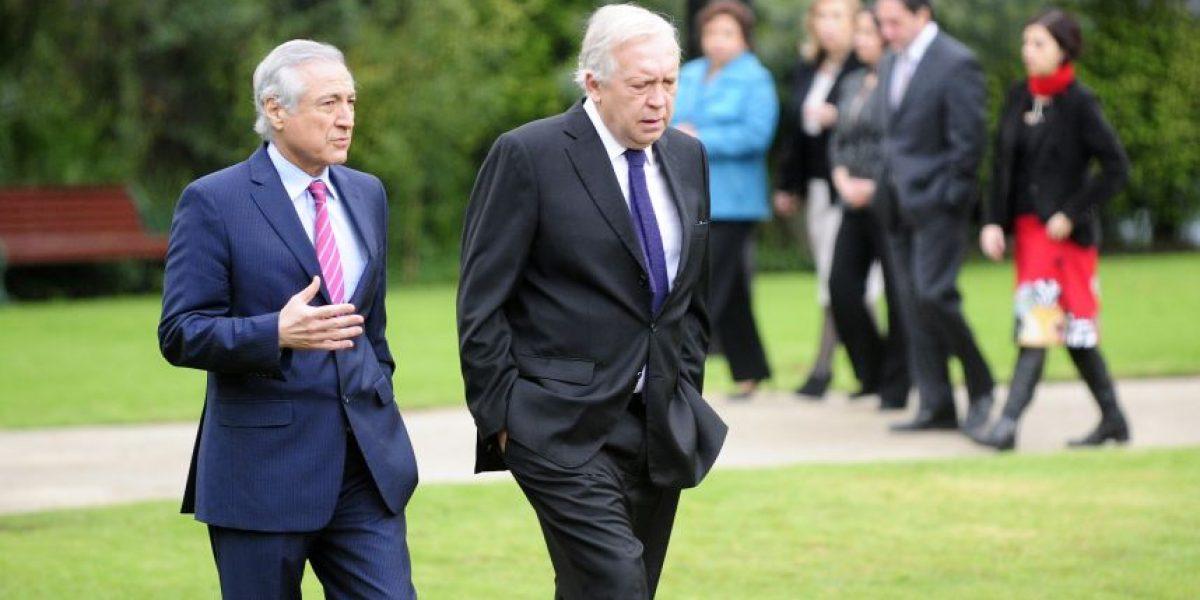 Ministros Burgos y Muñoz se reúnen con pares argentinos en complejo Cristo Redentor