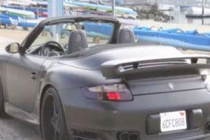 Conduce un Porsche 911 Turbo. Foto:Twitter. Imagen Por: