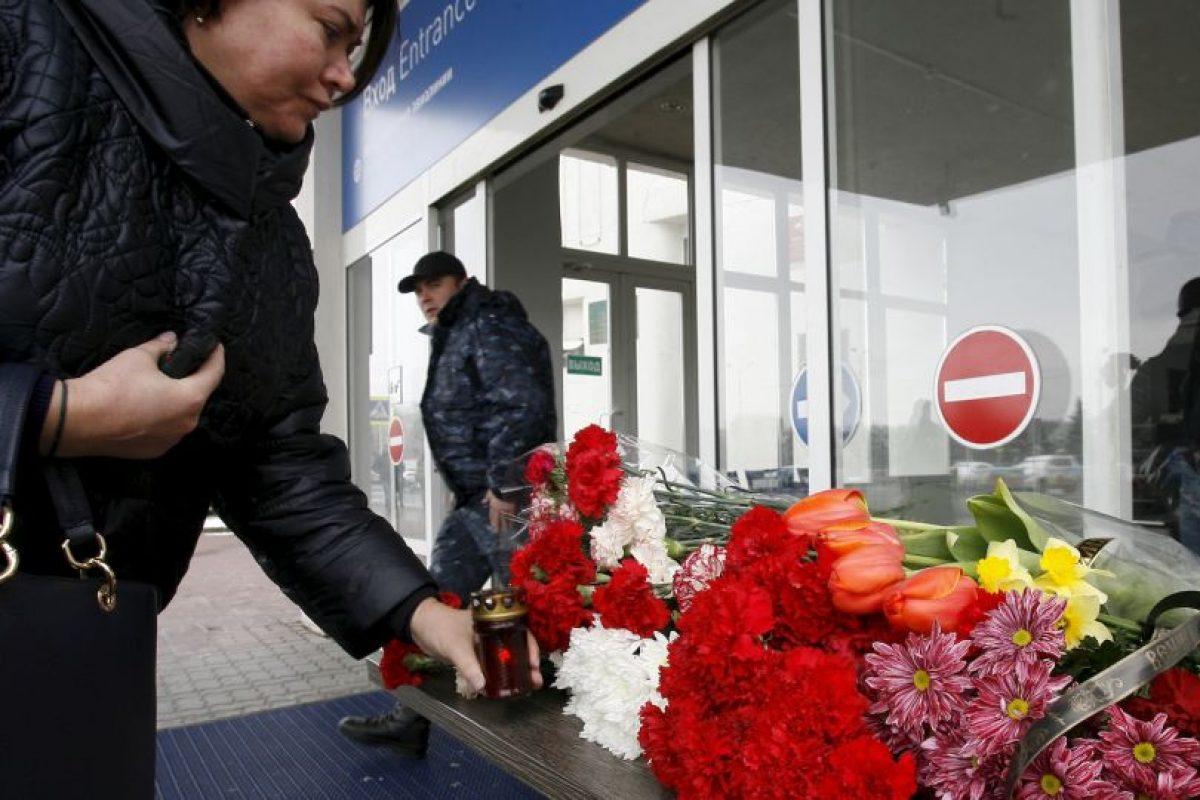 En el aeropuerto de Rostov se vieron tributos para los fallecidos en el accidente del vuelo FZ891 de Flydubai Foto:AFP. Imagen Por: