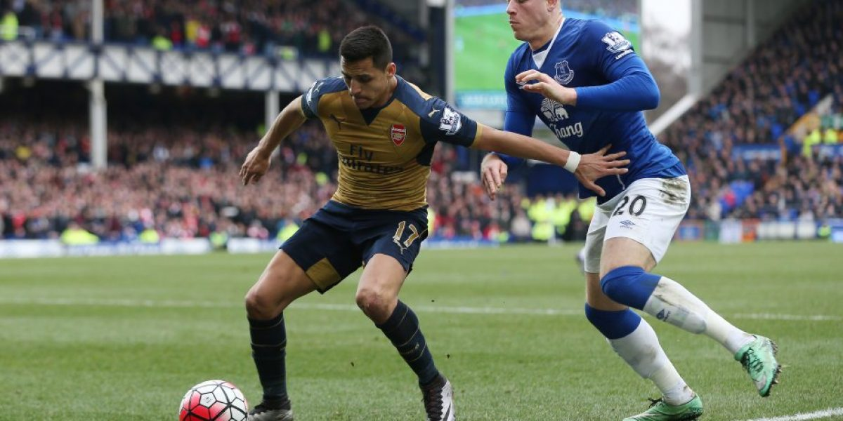 Arsenal con Sánchez como figura no renuncia al título y venció a Everton