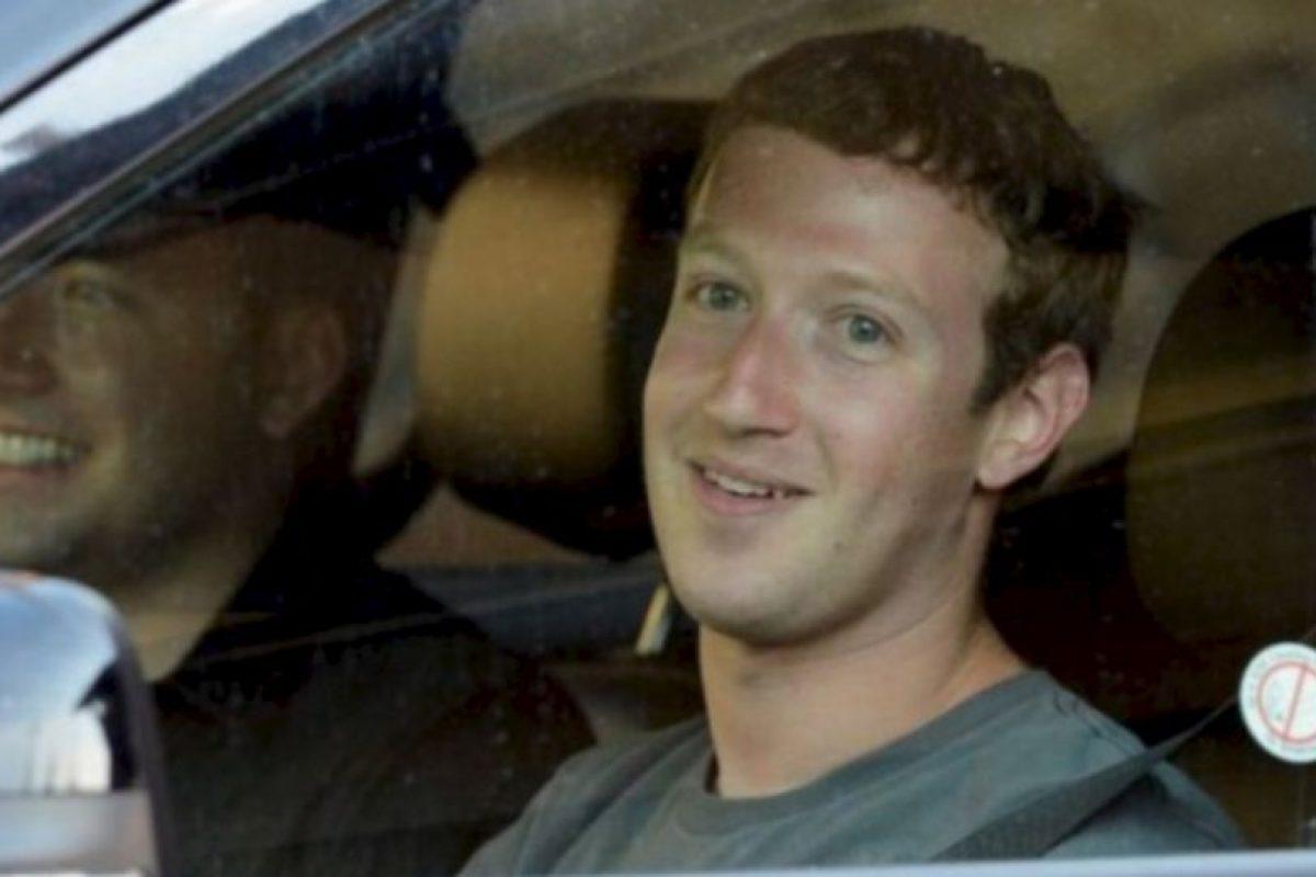 Conduciendo su auto por California en julio de 2012. Foto:Getty Images. Imagen Por: