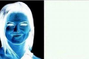 Miren durante 15 segundos el punto en su nariz y luego guíen su vista en la superficie blanca. Foto:vía Twitter. Imagen Por: