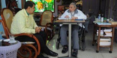 Fidel Castro aparece en silla de ruedas a horas de que llegue Obama a Cuba