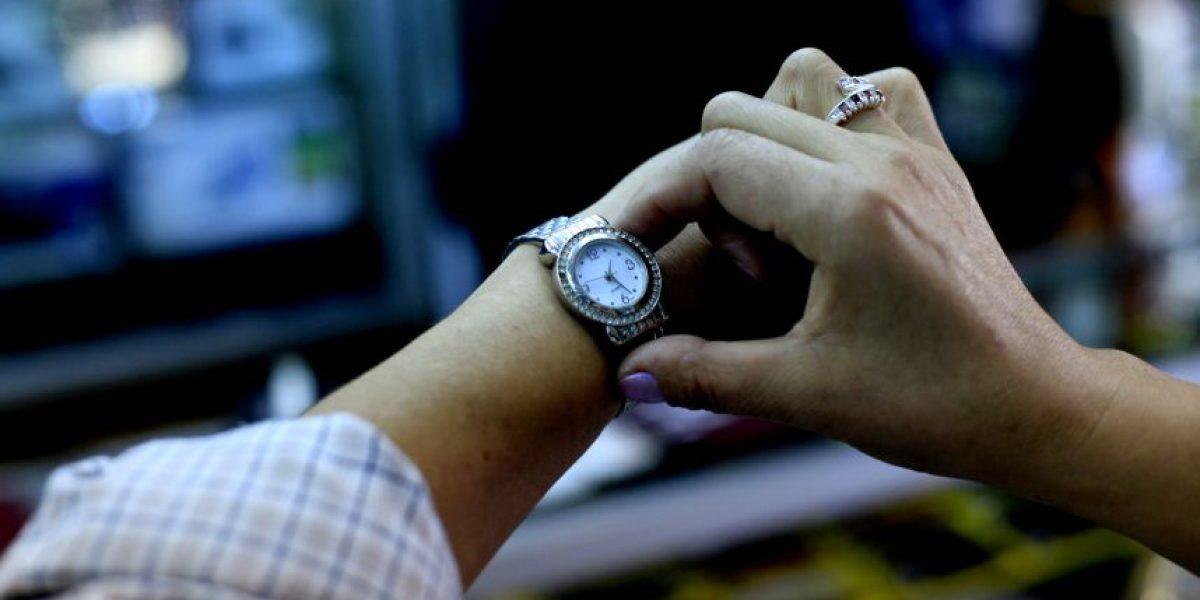 Cadem: 59% está de acuerdo con decisión del Gobierno de reponer horario de invierno