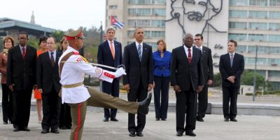 Obama rinde tributo a héroe nacional cubano en La Habana