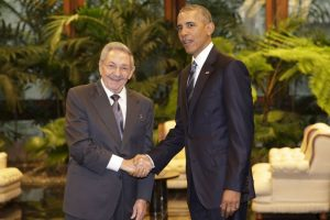 El histórico apretón de manos entre ambos presidentes. Foto:AP. Imagen Por:
