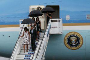 Barack Obama y su familia llegaron a Cuba en el Air Force One, que aterrizó a las 16:19 hora local Foto:Getty Images. Imagen Por: