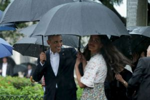 5. A pesar de la intensa lluvia, los Obama dieron un paseo por La Habana Vieja Foto:Getty Images. Imagen Por: