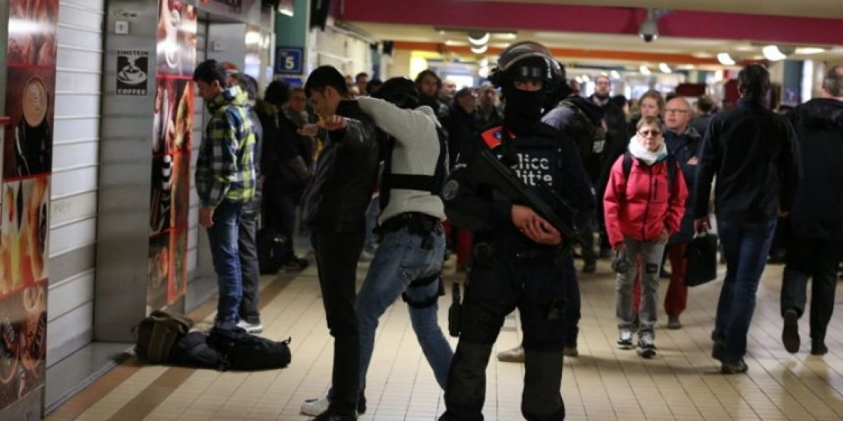 Atentados en Bruselas: policía halla bombas con clavos y bandera del Estado Islámico en allanamiento