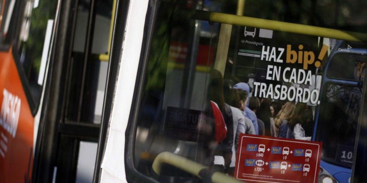 Expertos justifican baja de usuarios en Transantiago por falta de infraestructura y evasión