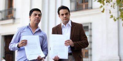 Ex carabinero llegó a La Moneda: aseguró que fue exonerado por su condición sexual