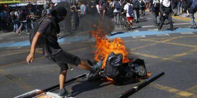 Con incidentes y detenidos terminó marcha convocada por la CUT en Santiago