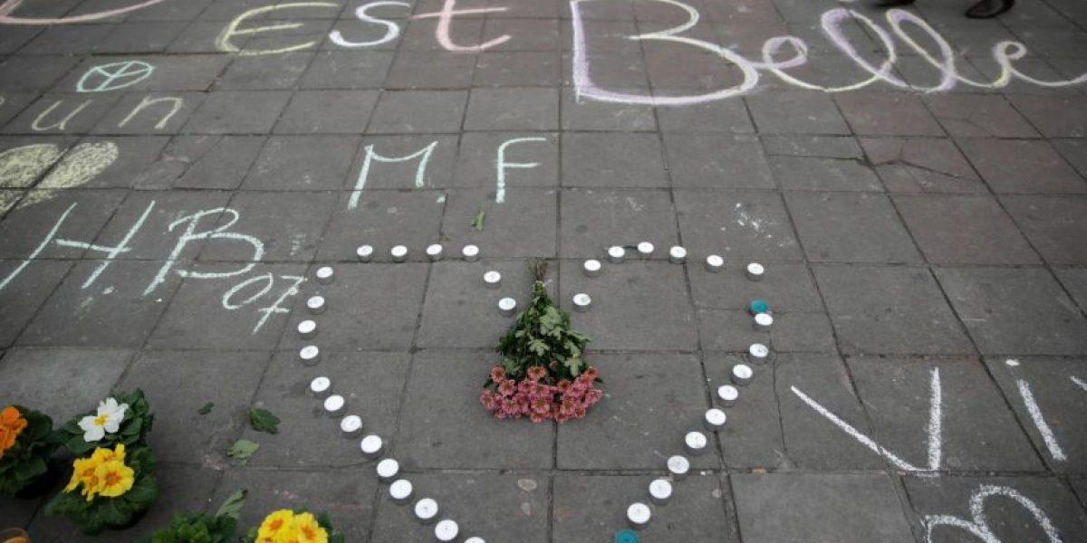 El espontáneo homenaje de los habitantes de Bruselas a las víctimas de los atentados
