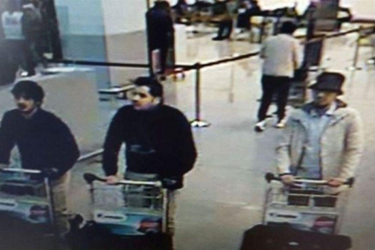 Las autoridades dieron a conocer imágenes de los sospechosos de los atentados Foto:AFP. Imagen Por: