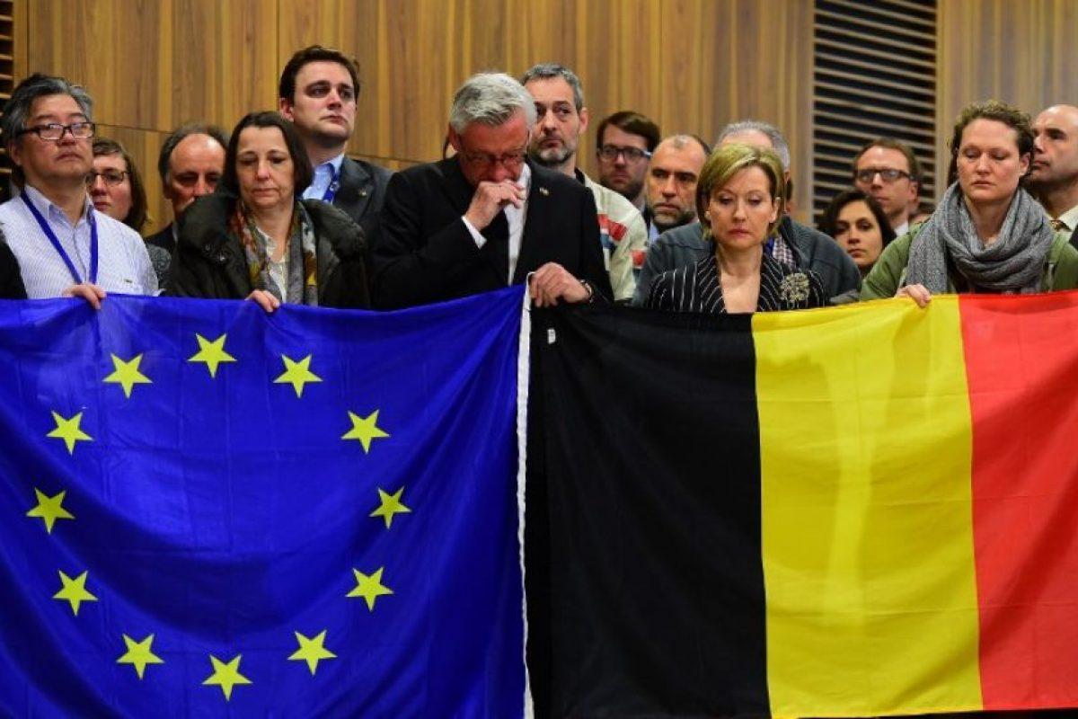 En la sede de la Unión Europea, que está en Bruselas, como en diversos sitios se llevaron a cabo homenajes Foto:AFP. Imagen Por: