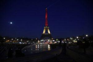 El gobierno francés anunció que iluminaría la Torre Eiffel con los colores de la bandera de Bélgica. Foto:AFP. Imagen Por: