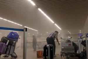 Uno fue en el aeropuerto de Bruselas, Zaventem. Foto:AP. Imagen Por: