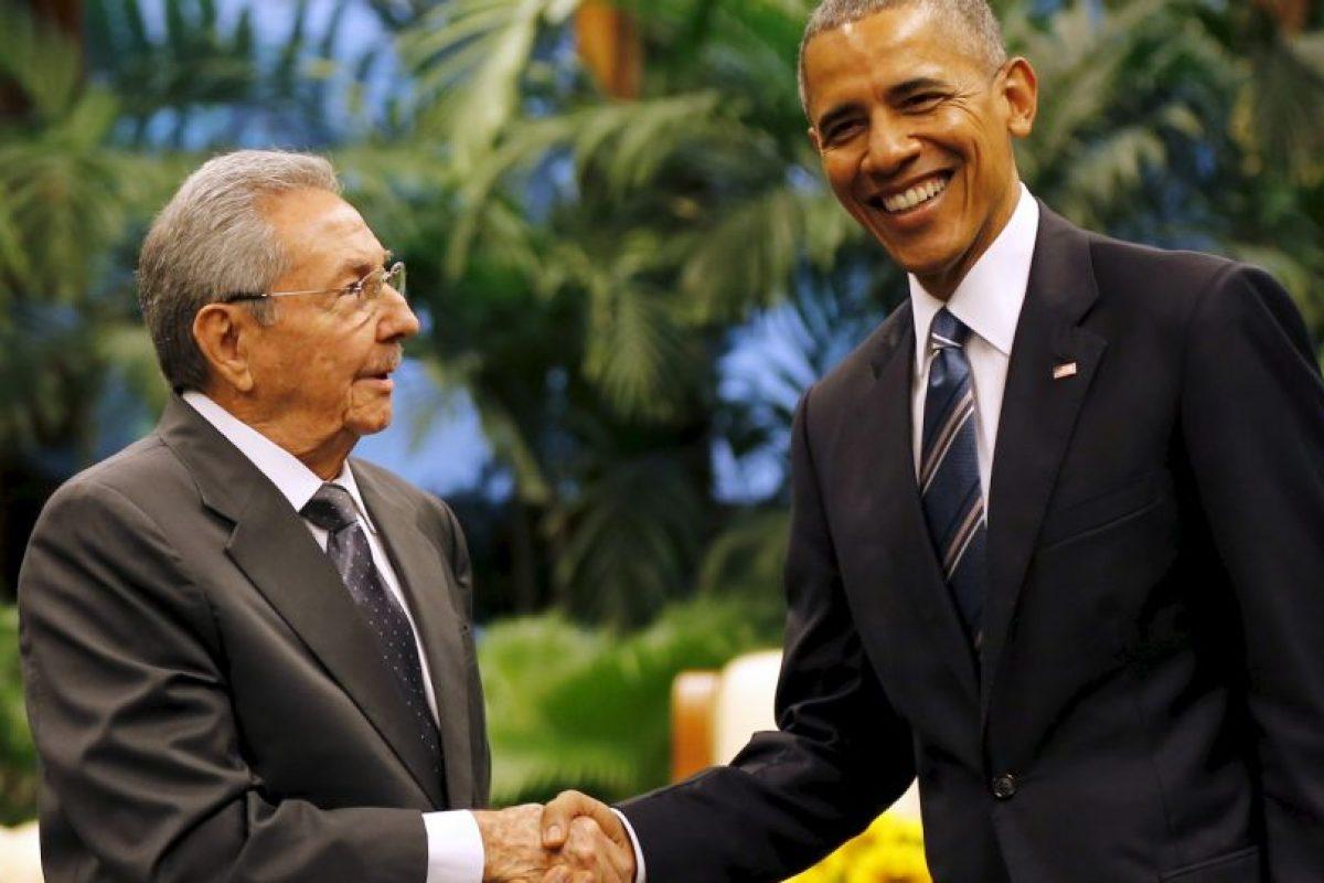 En el Palacio de la Revolución, Castro y Obama se dieron un apretón de manos histórico. Foto:AP. Imagen Por: