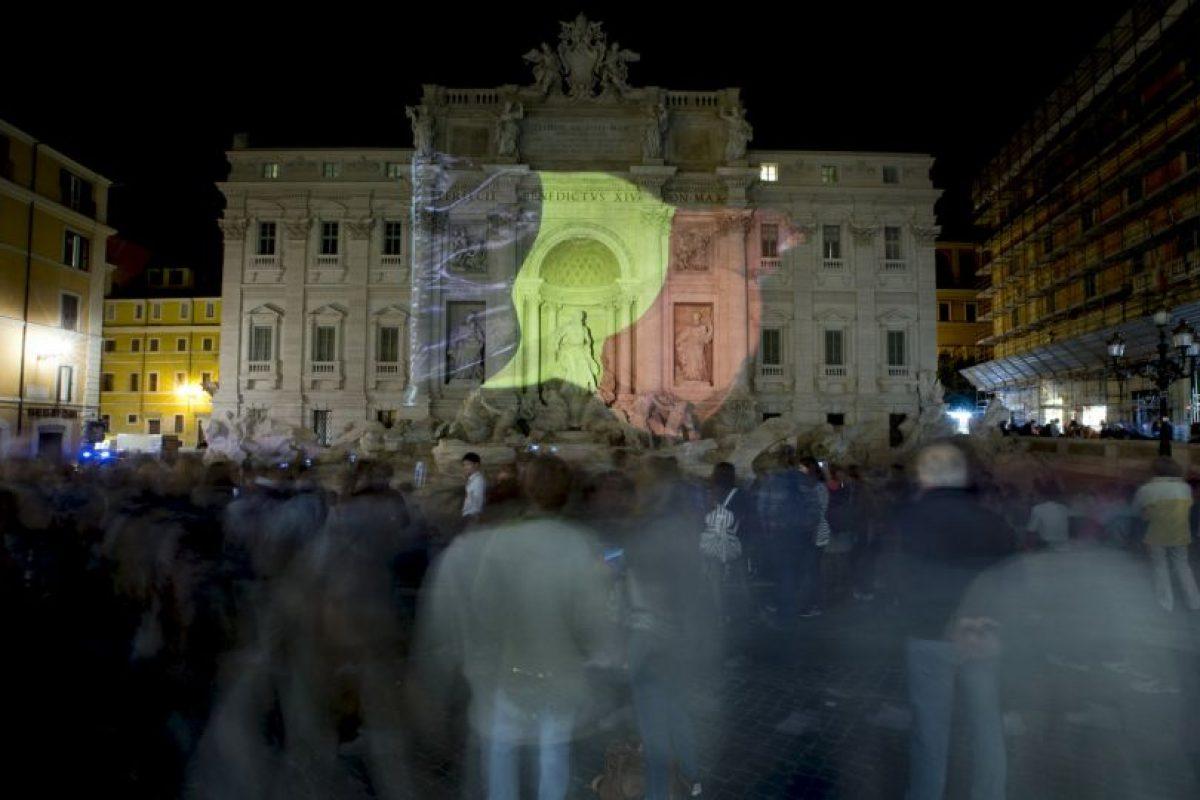 En Italia, el gobierno adornó de esta manera la Fontana de Trevi. Foto:AP. Imagen Por: