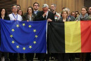 Los miembros de la Comisión Europea hacen un minuto de silencio en homenaje a las víctimas de los atentados del martes en Bruselas, Bélgica. Foto:Efe. Imagen Por: