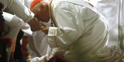 Monseñor Ezzati lavó los pies de inmigrantes en la Catedral Metropolitana