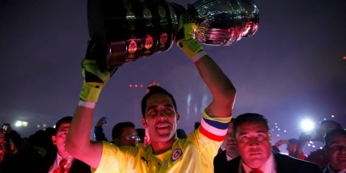 Claudio Bravo marca un hito al alcanzar 100 partidos por la Roja