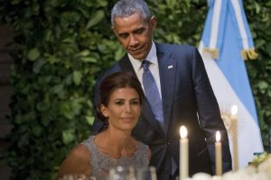 Barack Obama con Juliana Awada, la primera dama de Argentina. Foto:AP. Imagen Por:
