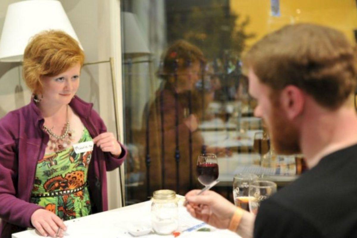7. Se debería beber con moderación… pero siendo sinceros, pasarse de copas es más común (quizá para liberar tensión). Foto:vía Getty Images. Imagen Por:
