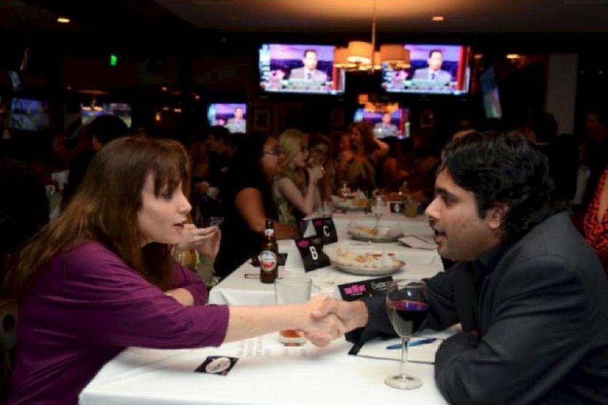 8. Se supone que el hombre paga la cuenta, sin embargo, las mujeres ahora piden pagar la mitad de todo Foto:vía Getty Images. Imagen Por: